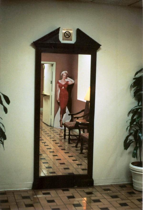 marilyn:mirror