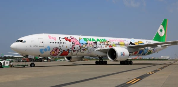 777-hello-kitty-jets-22_tcm33-19893