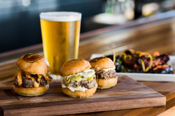 Umami - Sliders-Beer-Wings-001-72dpi