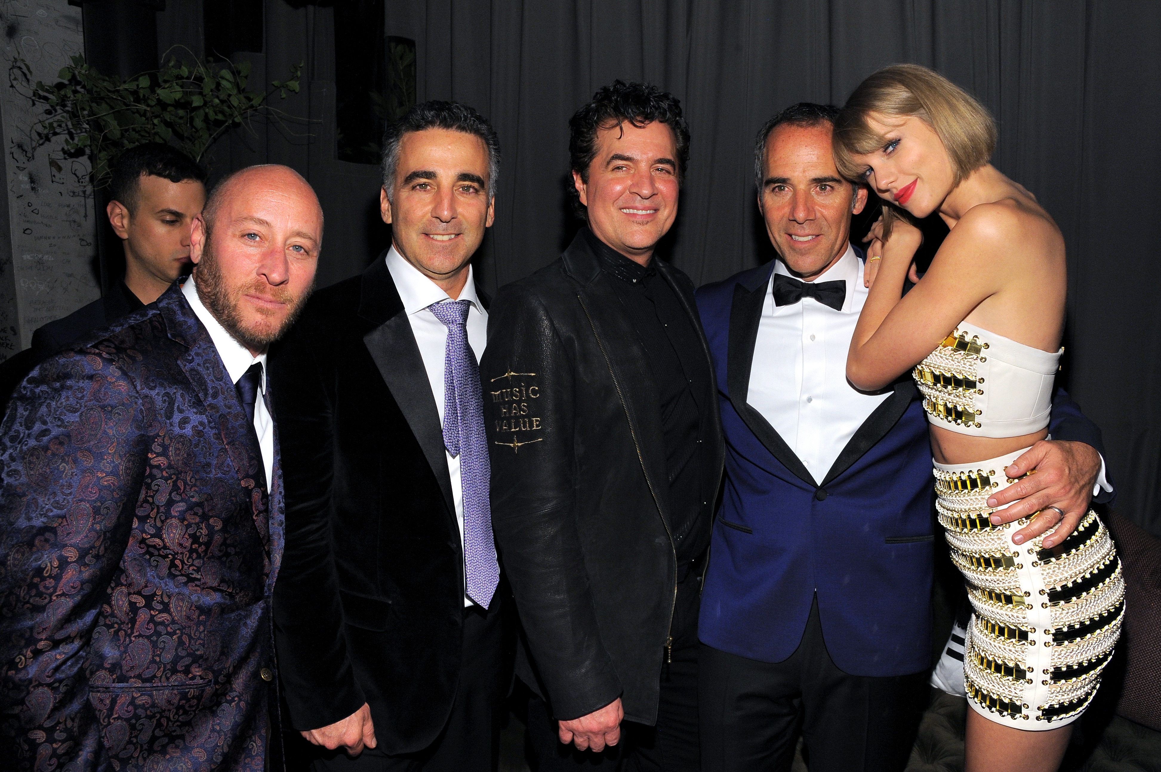 LOS ANGELES, CA - FEBRUARY 15: (L-R) David Nathan, President/COO Republic Records Avery Lipman; Scott Borchetta, CEO of Republic Records Monte Lipman, and recording artist Taylor Swift attend the Republic Records Grammy Celebration presented by Chromecast Audio at Hyde Sunset Kitchen & Cocktail on February 15, 2016 in Los Angeles, California. (Photo by Angela Weiss/Getty Images for Republic Records)